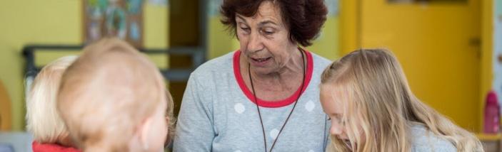 Hledáme dobrovolníky - seniory do programů s dětmi.