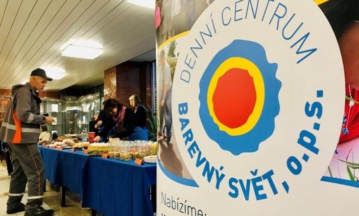 Do elektrárny Dukovany dnes poprvé přijeli prodávat snídaně klienti a pracovníci z Barevného světa v Třebíči