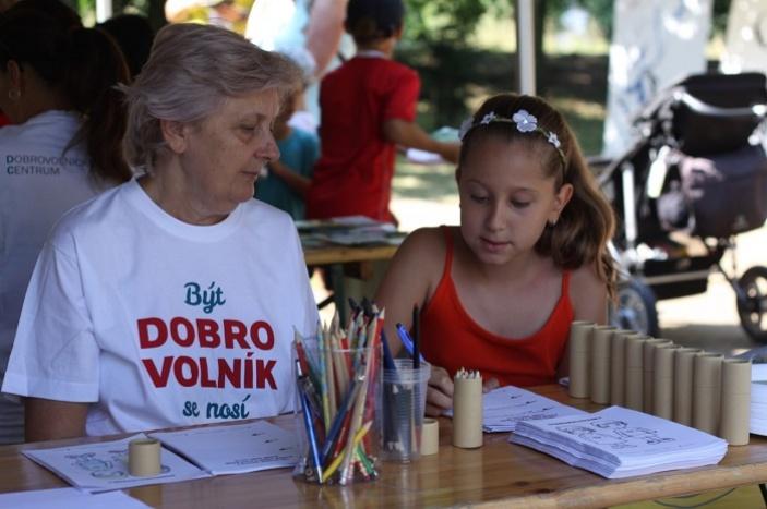 Být dobrovolník se nosí