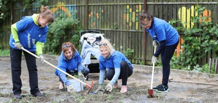 Děti z dětského domova mají hřiště na pétanque, pomohli dobrovolníci