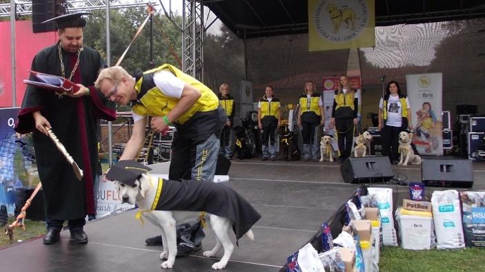 Dogs for people - slavnostní promoce psích pomocníků