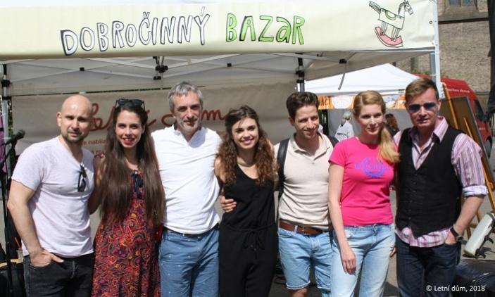 Účast herců na dobročinném bazaru pomohla k rekordnímu výtěžku 185.277 Kč ve prospěch Letního domu