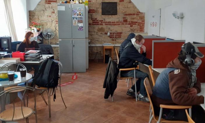 Po celou dobu Coronavirové epidemie v Husitské na Žižkově v Praze pomáhali potřebným