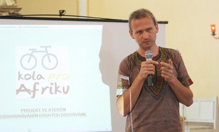 Obyvatelé Zubří přivezli kola pro Afriku