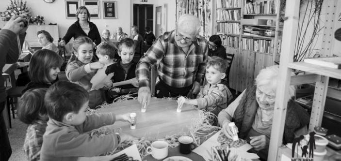 Mezi námi  – setkávání mezi generacemi