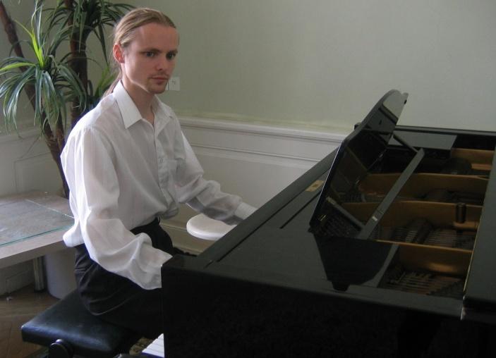 Petr Bazala - akordeon a klavír pomáhá           nejen mně, ale také dětem v jejich růstu