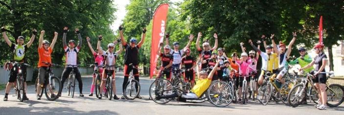 Více než stovka cyklistů objela Prahu, aby pomohli handicapovaným