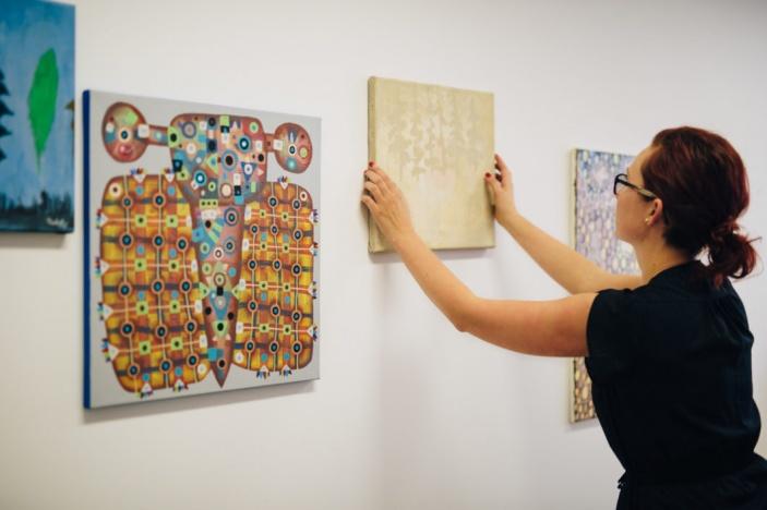 Výstava na míru – umění v domácnostech i ve firmách