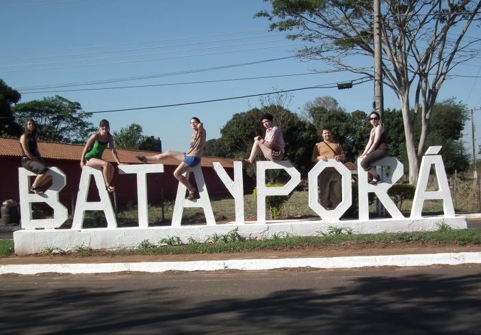 Dobrovolníci v Bataypoře pomáhají dokončit kapličku pro repliku Pražského Jezulátka