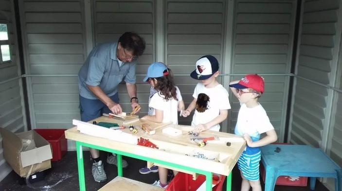 Babičky a dědečkové v pardubických školkách slaví 5 let