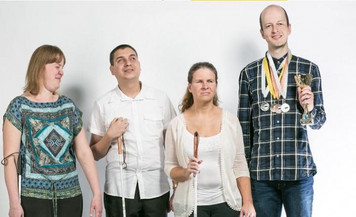 Informační linky k onemocnění COVID-19 mohou použít díky online přepisu hovoru i neslyšící